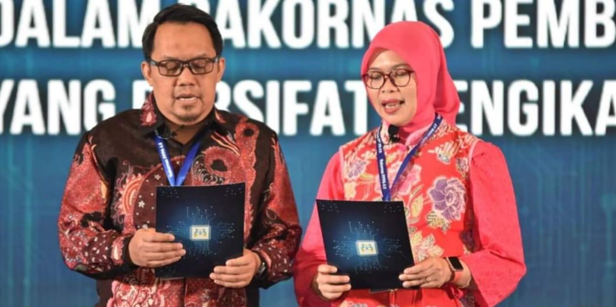 Bersama Karo Perencanaan KPPA membacakan Komitmen Banten hasil Rakornas, selanjutnya diterima oleh Sekretaris Menteri PPPA, ICE Tangerang Banten jumat 26 April 2019