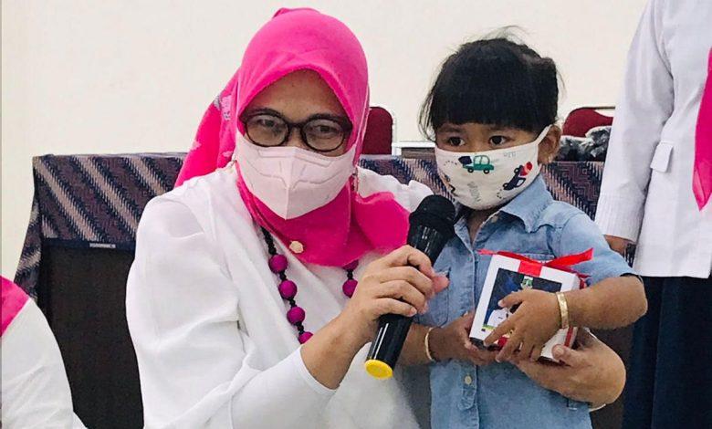 DP3AKKB Banten Salurkan Bantuan Untuk Anak Yatim Akibat Corona